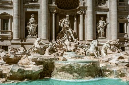 fontana: The fountain de Trevi or Fontana di Trevi, sculpture and water, Rome, Italy