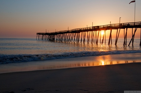 obx: fishing pier in the North Carolinian sunset