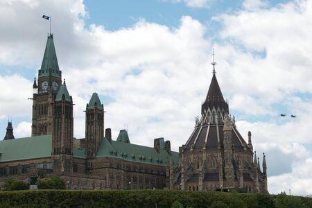 議会、飛行機が飛ぶ 写真素材