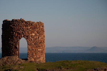 ファイフ沿岸に荒廃した塔