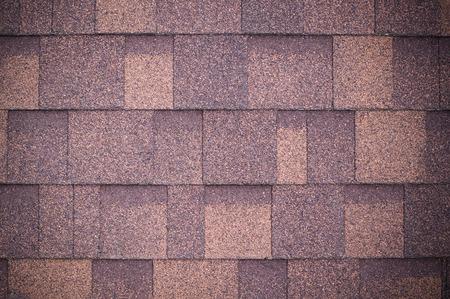 Dach der neuen braunen Schindeln Hintergrund und Textur. Vignette Standard-Bild