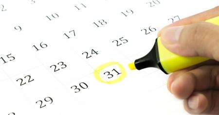 Yellow circle. Mark on the calendar at 31.  Banco de Imagens