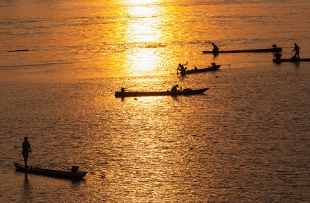 sihlouette: Many Fisherman paddling a Rowboats for fishing when sunset, Silhouette