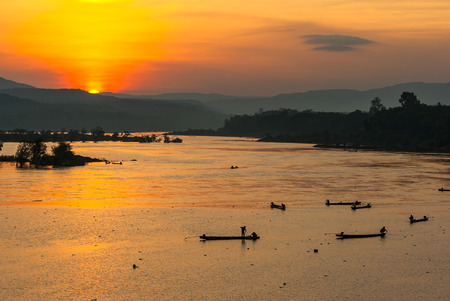 sihlouette: Many Fisherman paddling rowboat to fishing with sunset, Silhouette