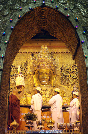 MANDALAY - JAN 03:The senior monk Beg to Mahamuni Buddha in ritual of face wash on JAN 03,2011 at Mahamuni temple-Mandalay Myanmar.This ritual begin every morning at4am.