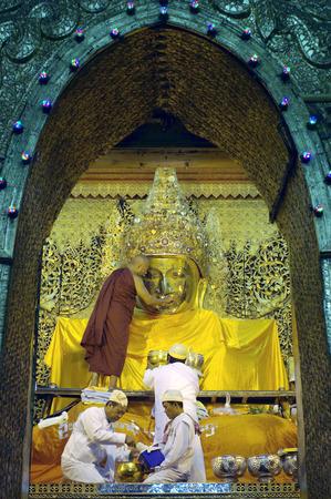 MANDALAY - JAN 03:The senior monk Beg to Mahamuni Buddha in ritual of face wash on JAN 03,2011 at Mahamuni temple-Mandalay Myanmar.This ritual begin every morning at4am. photo