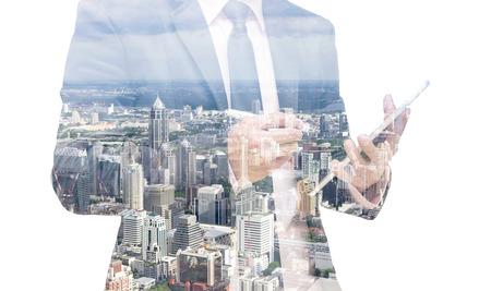 liderazgo: Doble exposici�n de hombre de negocios con el paisaje urbano Foto de archivo