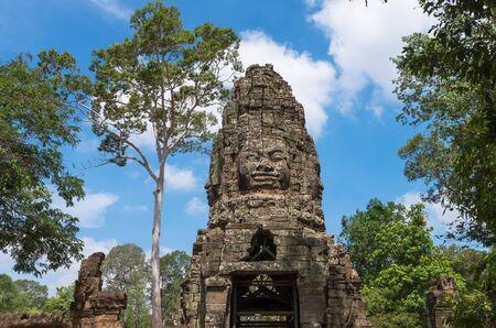phrom: Gate of the ancient Prasat Ta Phrom, Angkor Wat, Cambodia Stock Photo