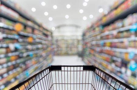 Abstract wazig foto van winkel met trolley in de warenhuis bokeh achtergrond Stockfoto - 44164302