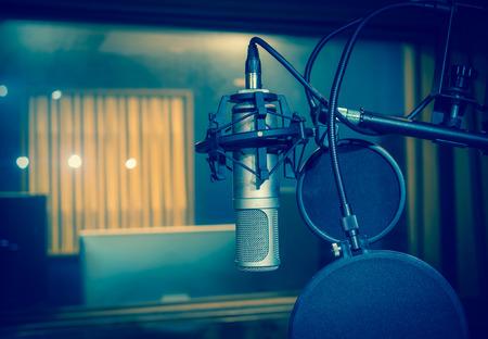 microfono de radio: Micrófono de condensador de estudio profesional, concepto musical