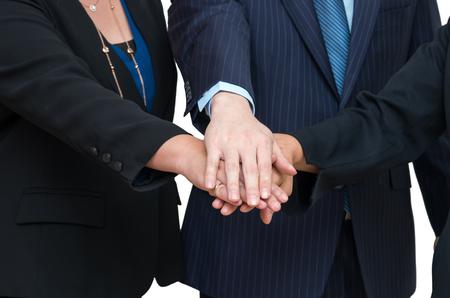 manos unidas: La gente de negocios se unieron las manos juntas, trabajo en equipo concepto