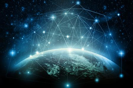Een deel van de aarde met het netwerk van lijn en punt op de sterren en de Melkweg achtergrond, Internet Network-concept