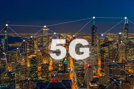 5G Connection Technology over Top view building of Chicago cityscape,wireless technology and centralized management, network connection and global communications with smart city concept Zdjęcie Seryjne