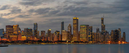 Panorama of Chicago cityscape river side along Lake Michigan at beautiful twilight time Zdjęcie Seryjne - 164479882