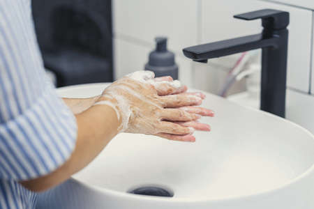 Closeup-up Asian woman hand washing with faucet water in Bathroom at home,   cleaning and carefree concept Zdjęcie Seryjne - 164877882