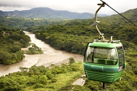 cable cart over a river in Costa Rica Standard-Bild