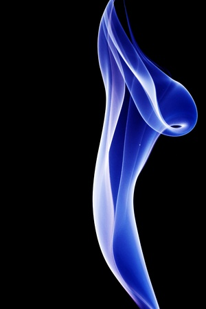 under fire: La imagen del fuego azul bajo el negro