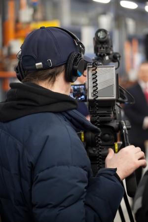 camara de cine: La imagen de un camarógrafo profesional