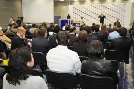 conferencia de negocios: Reuni?n en una sala de conferencias Editorial