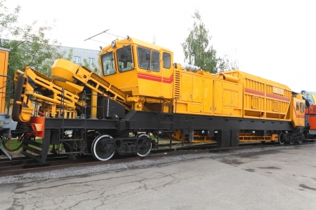 renewal: Spetial railway renewal train