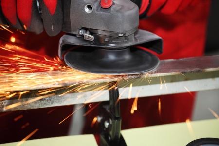 Metall Funken von der Schleifmaschine