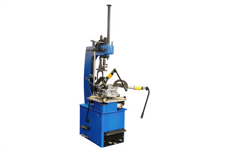 automated tooling: image of tyre fitting machine