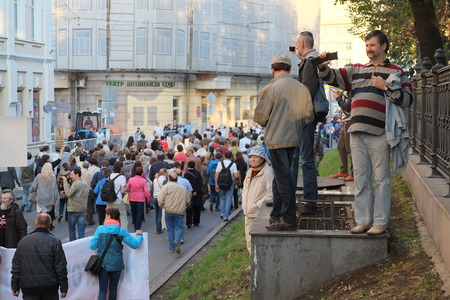separatism: MOSCOW - SEPTEMBER, 21: Protest manifestation of muscovites against war in Ukraine and Russias support of separatism in this country, Circular Boulevards in Moscow, Russia on September, 21, 2014.