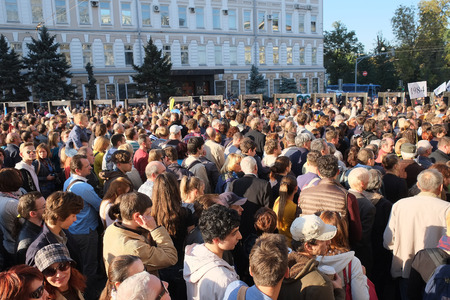 downtrodden: MOSCOW - SEPTEMBER, 21: Protest manifestation of muscovites against war in Ukraine and Russias support of separatism in this country, Circular Boulevards in Moscow, Russia on September, 21, 2014.