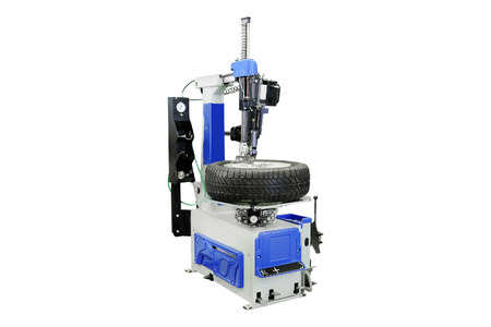 tire fitting: image of a car disk repair machine