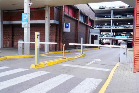 multilevel: immagine di un parcheggio multipiano