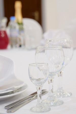 wineglass: empty wine-glass