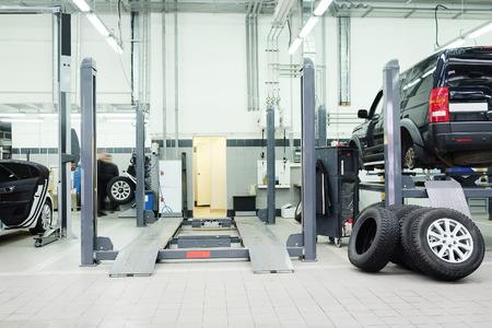 automotive mechanic: Imagen de un taller de reparaciones