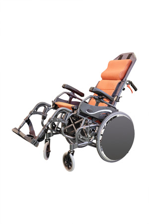 paraplegic: Sill�n de ruedas aislado en el fondo blanco