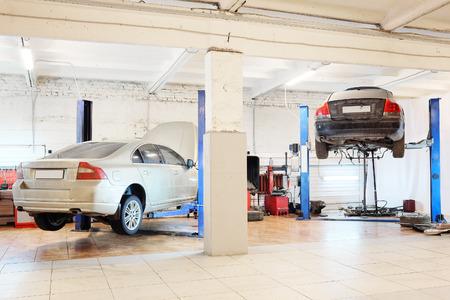 자동차 수리 차고의 이미지
