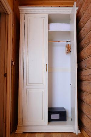 arredamento classico: White two-section wardrobe