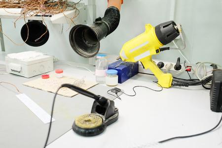 leds: Producci�n de LEDs de equipos electr�nicos Foto de archivo