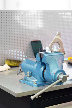 workpiece: In the bench vice is clamped workpiece