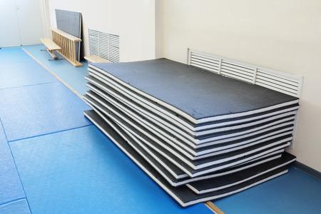 Gymnastiek mat in een sporthal Stockfoto