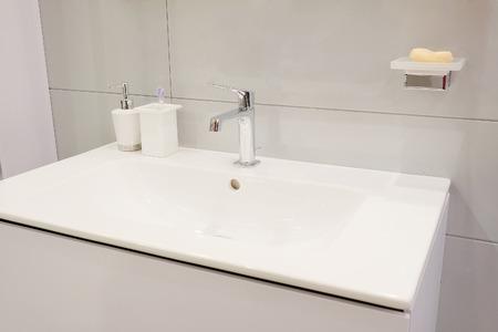 évier d'eau de luxe dans salle de bain
