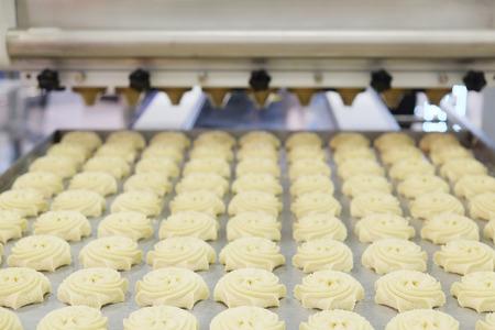 negocios comida: Línea de producción en panadería