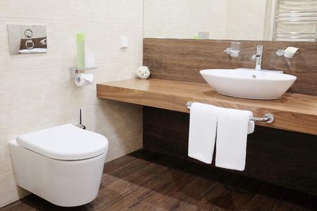 bathroom: Interior de un cuarto de baño del hotel Foto de archivo