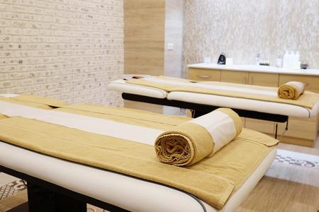 Interieur van een massageruimte in een spa Stockfoto