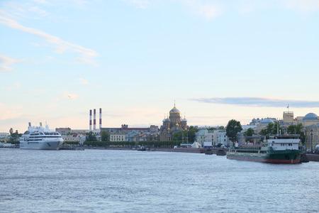 piter: Veiw of a Neva river in St. Petersburg, Russia