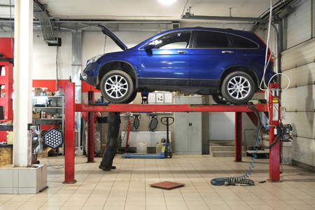 auto lift: Tula, Russia, June, 5, 2015: Cars in a dealer repair station in Tula, Russia Stock Photo