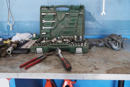 flatnose: Working place at a repair garage