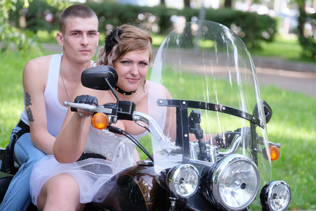 motociclista: Retrato de un motociclista no conformista Foto de archivo