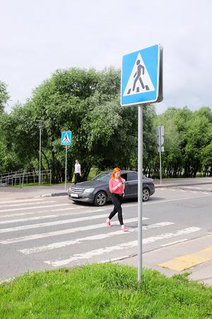 paso de peatones: La imagen de un paso de peatones