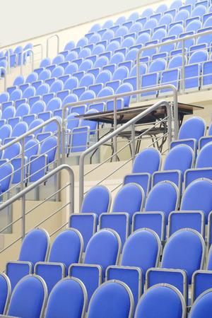 salle de sport: bleu salle de sport en tribune Banque d'images
