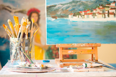 artists model: Painting with brushes and palette