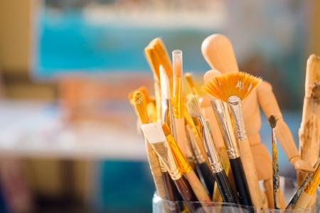 pintor: Cepillos de pintura en el arte angd-estudio